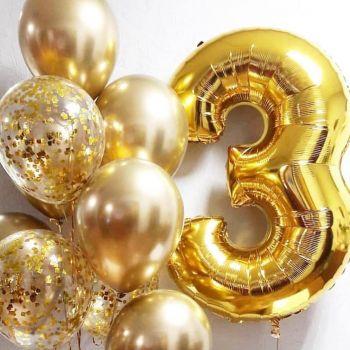 Набор золотистых шаров и цифра