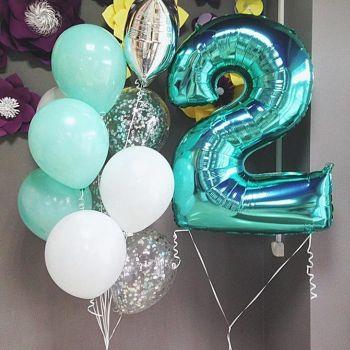 Бирюзово-белые шарики и цифра 2
