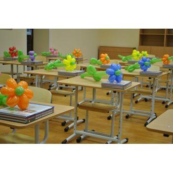 25 цветочков из шаров на столы в классе