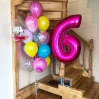 Набор разноцветных шаров и цифра фуксия